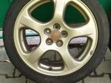 Комплект оригинальных дисков с резиной размер 215 45 r17 лето Bridgestone за 100 000 тг. в Алматы – фото 2