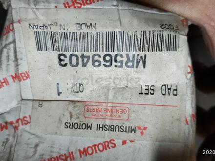 Колодки тормозные. Оригинал, передние Mitsubishi Outlander 05-12 за 10 000 тг. в Алматы – фото 3