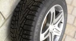 Оригинальные диски AMG Mercedes g55 и g63 с практически новой шипованой рез за 500 000 тг. в Алматы – фото 3