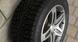 Оригинальные диски AMG Mercedes g55 и g63 с практически новой шипованой рез за 500 000 тг. в Алматы – фото 4