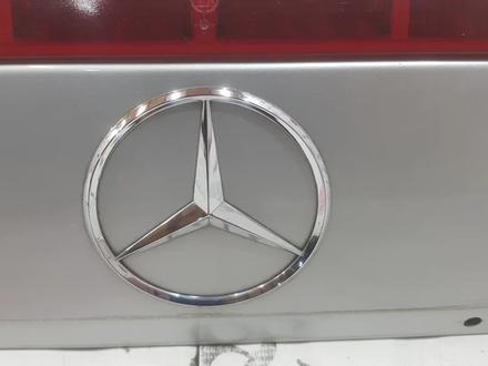 Крышка багажника Mercedes — Benz R129 SL500 за 99 518 тг. в Владивосток – фото 6