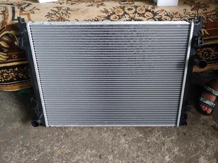 Радиатор основной на Chrysler 300 за 35 000 тг. в Алматы