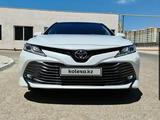 Toyota Camry 2018 года за 13 200 000 тг. в Актау – фото 2