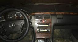 Mercedes-Benz E 320 1998 года за 2 800 000 тг. в Атырау – фото 4