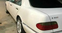 Mercedes-Benz E 320 1998 года за 2 800 000 тг. в Атырау – фото 5