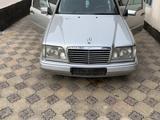 Mercedes-Benz E 280 1995 года за 2 300 000 тг. в Туркестан – фото 2