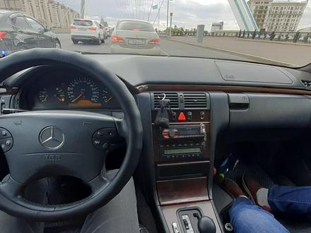 Mercedes-Benz E 320 1996 года за 1 900 000 тг. в Нур-Султан (Астана) – фото 2