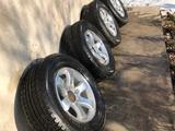 Комплект шин с дисками от Тойота Прадо 120, ездили 1 сезон за 190 000 тг. в Алматы
