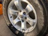 Комплект шин с дисками от Тойота Прадо 120, ездили 1 сезон за 190 000 тг. в Алматы – фото 4