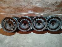Диски штамповка R15 (4*108, ЕТ 27, ЦО 65, 1) Peugeot, оригинал б у за 25 000 тг. в Караганда